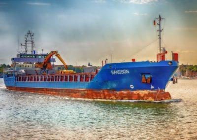 statek kontenerowiec w porcie